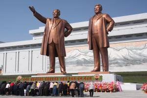 The_statues_of_Kim_Il_Sung_and_Kim_Jong_Il_on_Mansu_Hill_in_Pyongyang_(april_2012).jpg