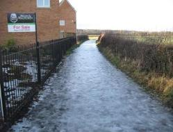 Icy_path_off_Gathurst_Road_-_geograph.org.uk_-_1635001.jpg